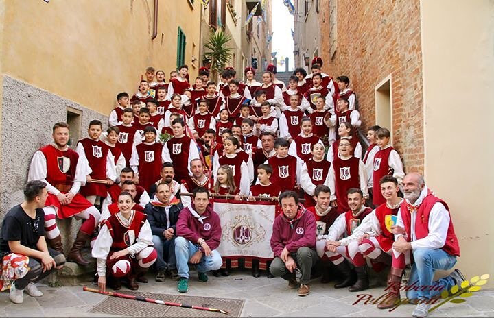 Palio dei Somari: the endless passion of the flag-throwers and drummers of Torrita di Siena